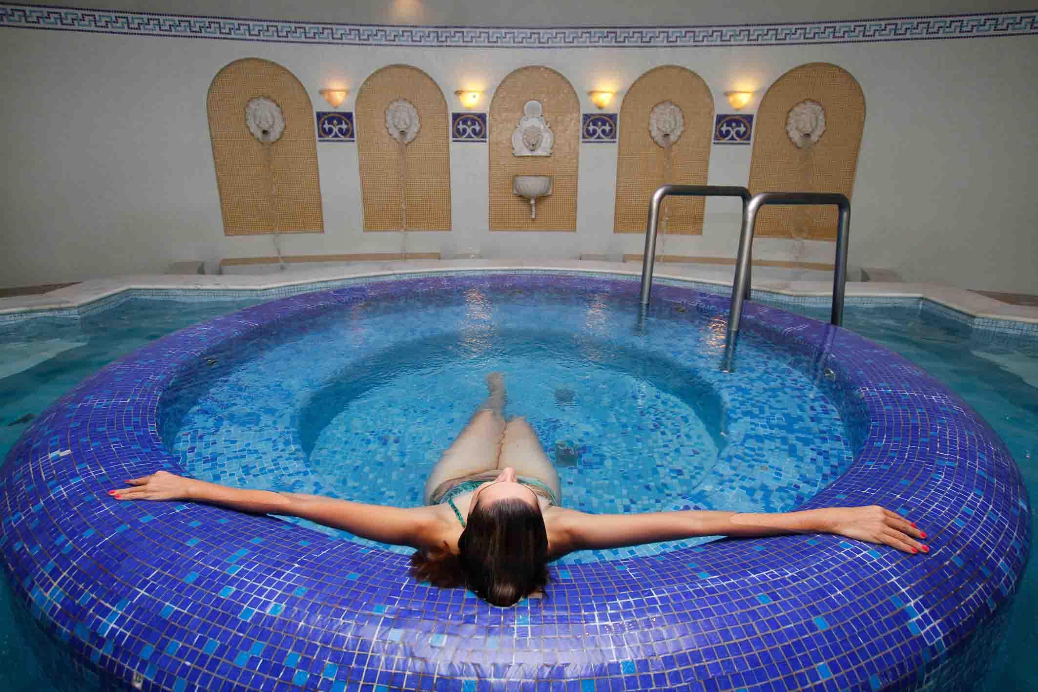 Villa di mantova resort hotel hot is banstur - Piscina mantova ...